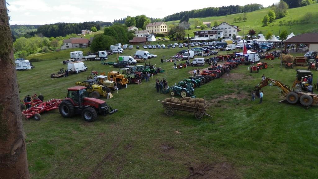 Vue générale de l'exposition agricole le samedi matin
